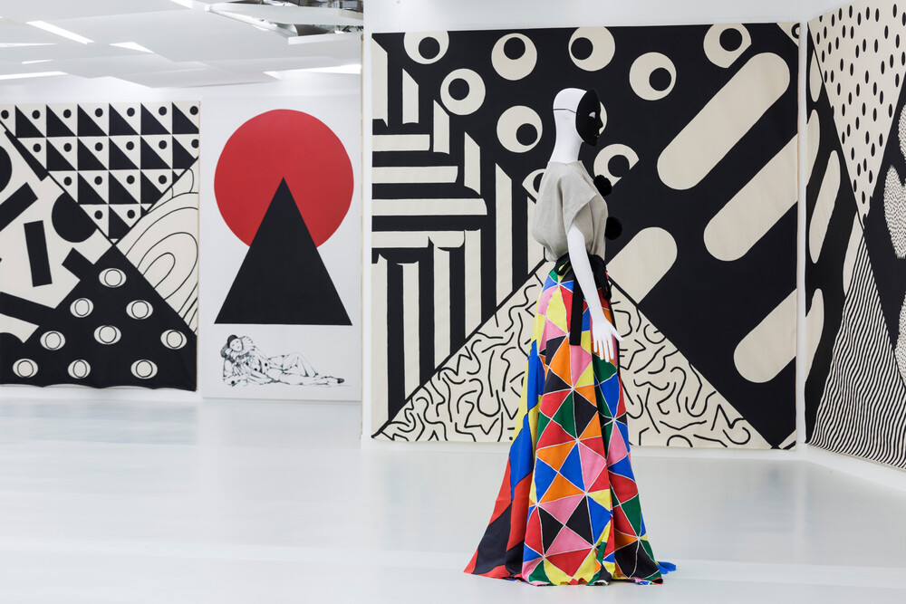 Vue de l'exposition Arlequine à la Galerie des Galeries, Galeries Lafayette Paris, 2015 Courtesy Karina Bisch ©ADAGP, 2015 Photo : Thibaut Voisin - © Galerie des Galeries