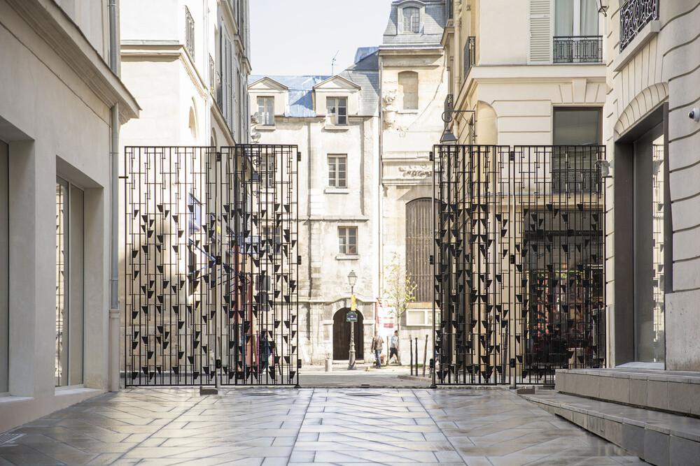 A Thousand Future  Blossoms, 2018. Martin Boyce (c) Thibaut Voisin, 2018 - © Galerie des Galeries